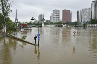 paris floods 450